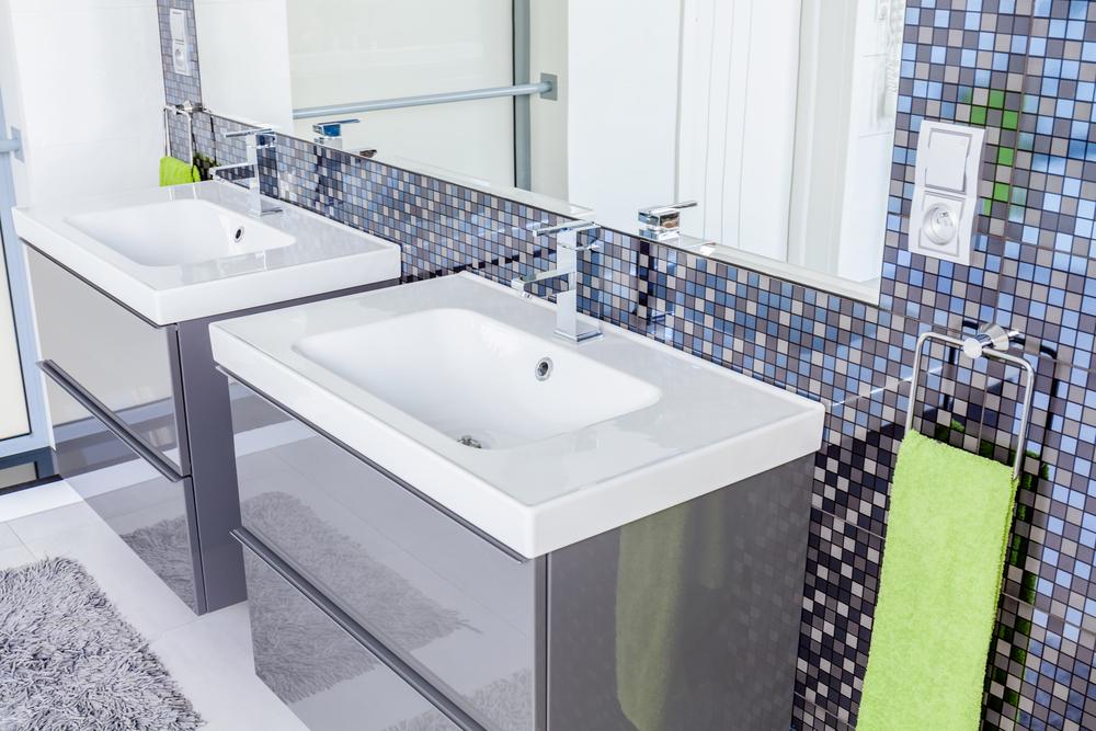 Organizando o banheiro gastando pouco : Dicas para decorar um banheiro pequeno gastando pouco