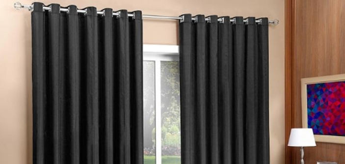 Motivos para colocar uma cortina blackout no quarto for Como poner ganchos cortinas